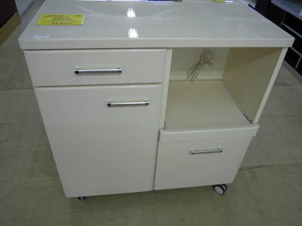 食器棚 本日は一人暮らしに最適なサイズの食器棚のご紹介です。低いタイプで大容量... 新生活にお