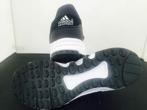 コラボのアディダス(adidas)