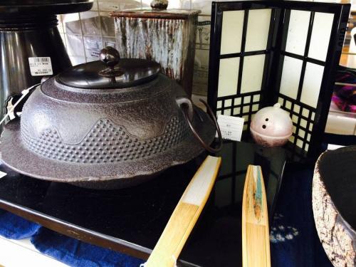 岩鋳の足立西新井食器