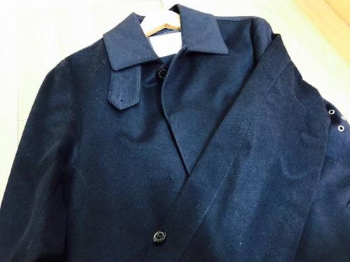 ステンカラーコートの足立西新井衣類