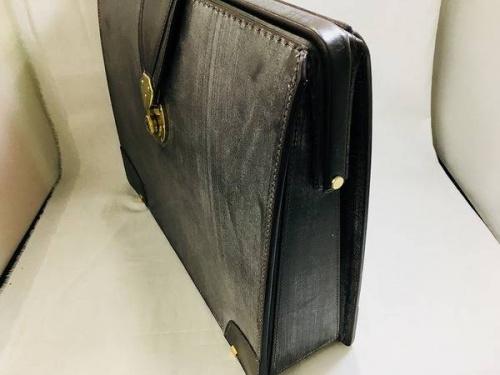 ダレスバッグの土屋鞄