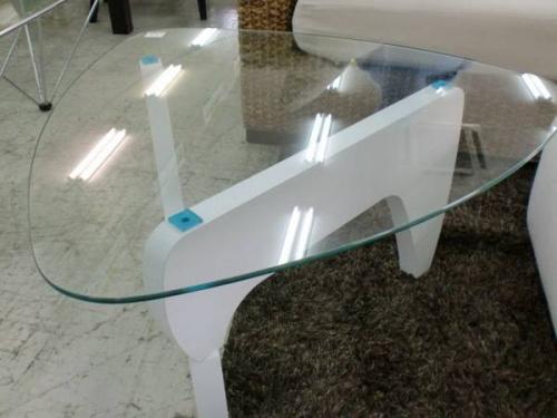 テーブルのデザイン家具
