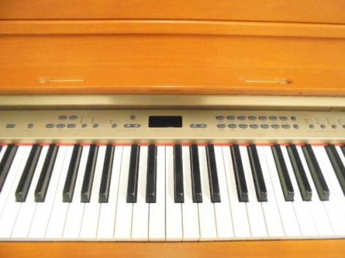 電子ピアノの吉川