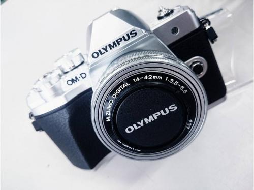 LOUIS VUITTONの中古カメラ