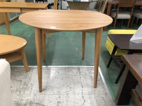 IDC大塚家具のテーブル