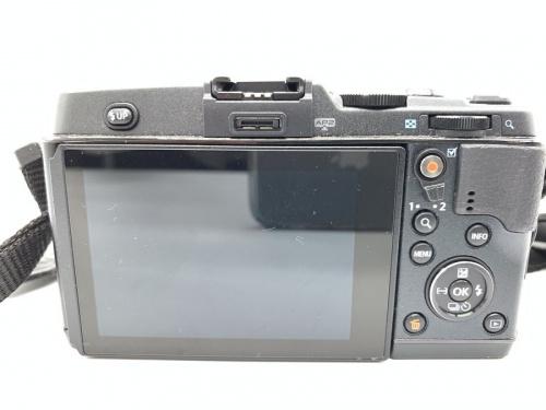 コンパクトカメラのミラーレス一眼カメラ