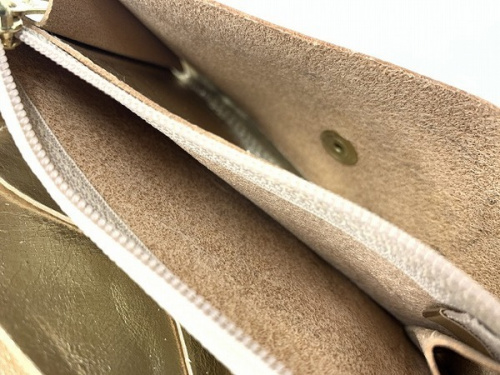 IL BISONTEの二つ折り財布