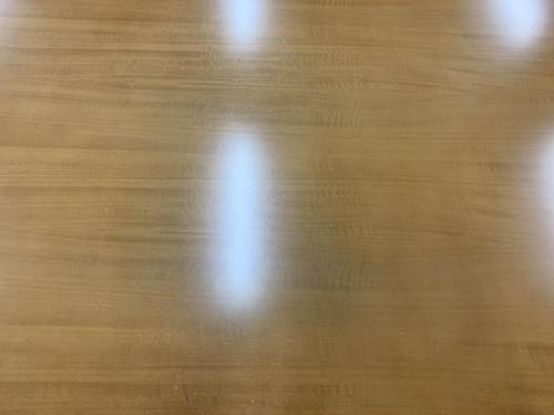 ダイニングテーブルのカリモク