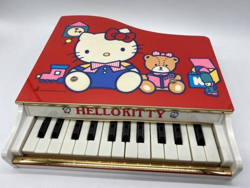 レトロ雑貨のグランドピアノ