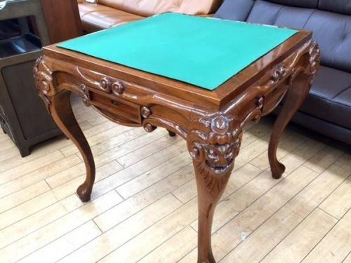 テーブルの麻雀