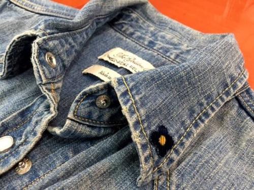 レディースファッションのデニムシャツ