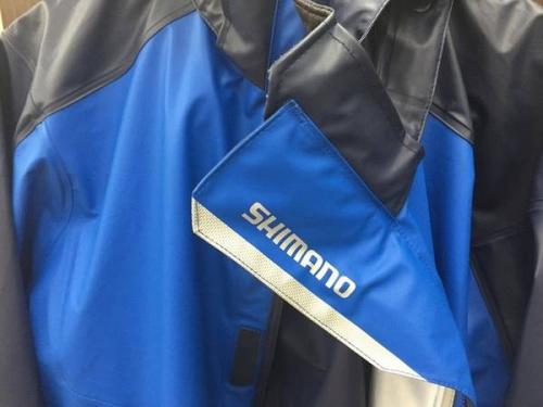 レインスーツのシマノ