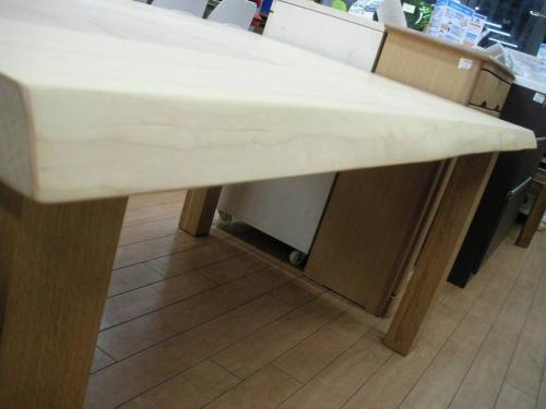 リビングテーブルの柏木工