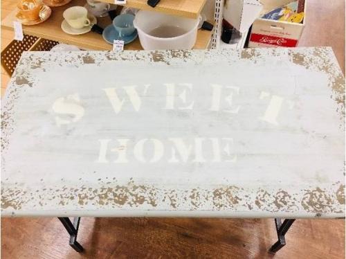 テーブルのSWEETHOME