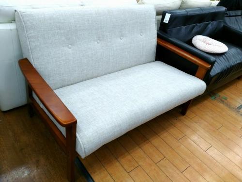 生活家具の2人掛けソファー