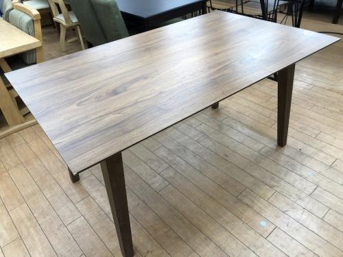 家具のダイニングテーブル