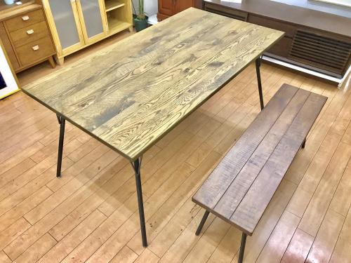 生活家具のダイニングテーブル