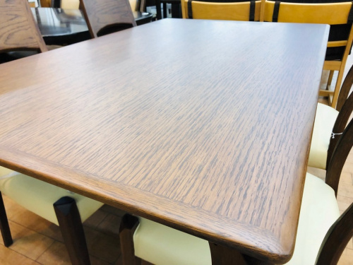 テーブルの朝日木材加工
