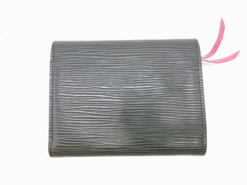 3つ折り財布のLOUIS VUITTON