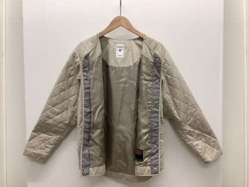 ノーカラーキルティングジャケットのORCIVAL(オーシバル)