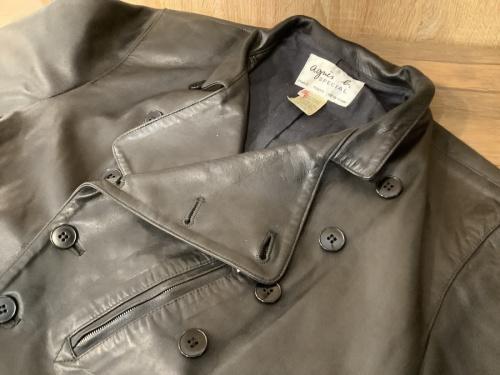 トップスのレザージャケット