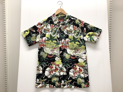 シャツのアロハシャツ