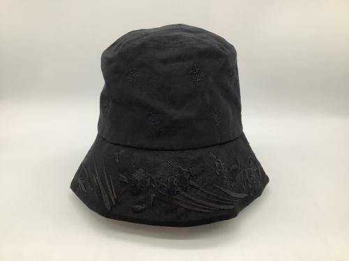 帽子のバケットハット
