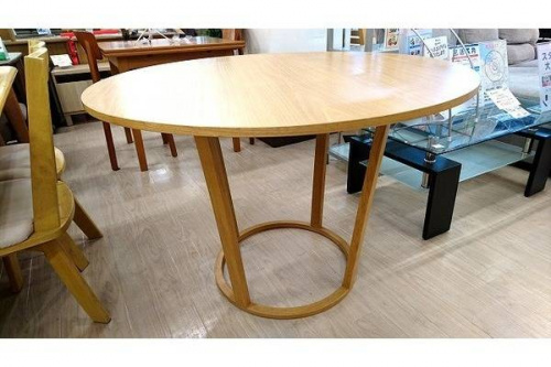 特選家具のダイニングテーブル