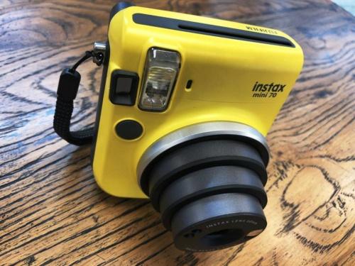 コンパクトカメラのチェキ instax mini70