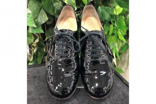 靴のエナメルシューズ