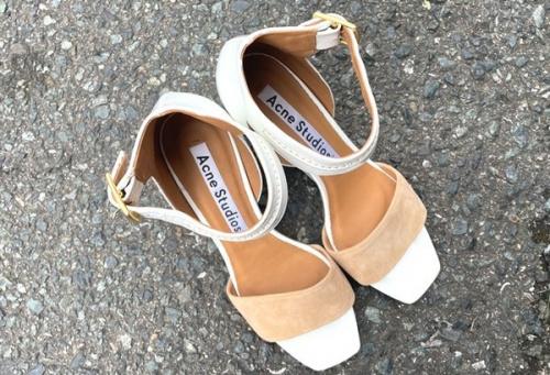 靴のハイヒールサンダル