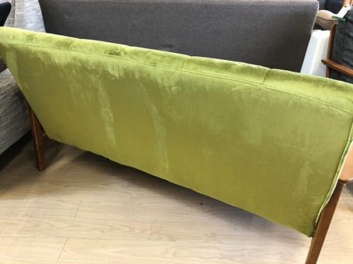 ソファのブラウン×グリーン