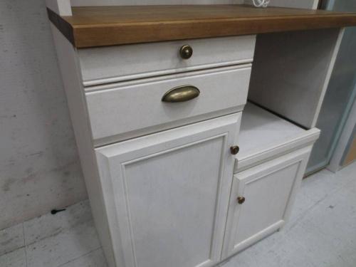 カントリー調家具の食器棚