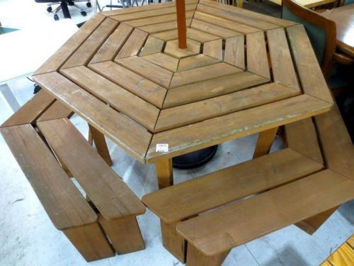中古家具のガーデンテーブル
