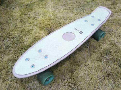 アウトドアのスケートボード