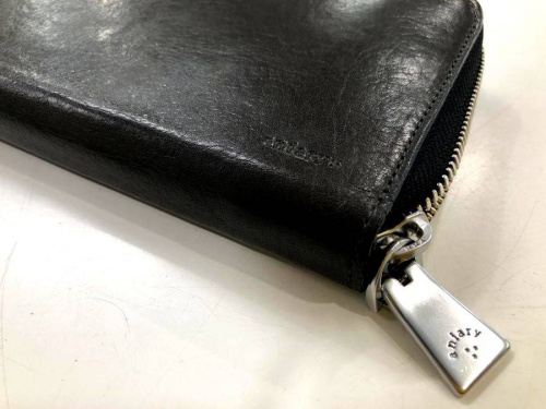 財布のaniary