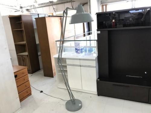 デザイン照明のフロアランプ