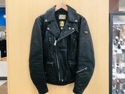 ジャケットのLewis Leathers