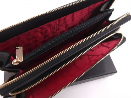 財布のFURLA