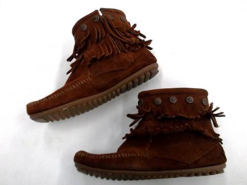ブーツのMINNETONKA