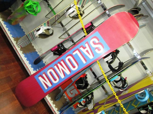 スノーボードのサロモン