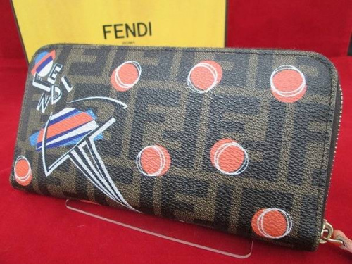 FENDIのラウンドファスナー