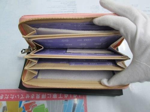 長財布のANNA SUI