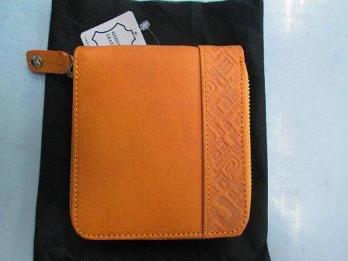 二つ折り財布のPOLICE