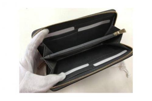ラウンドファスナー財布のFURLA