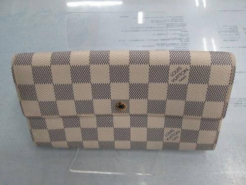 ブランド・ラグジュアリーの二つ折り財布