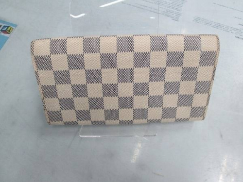二つ折り財布のLOUIS VUITTON