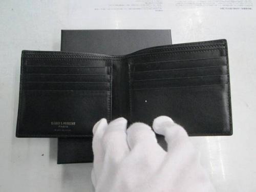 二つ折り財布のSAINT LAURENT PARIS