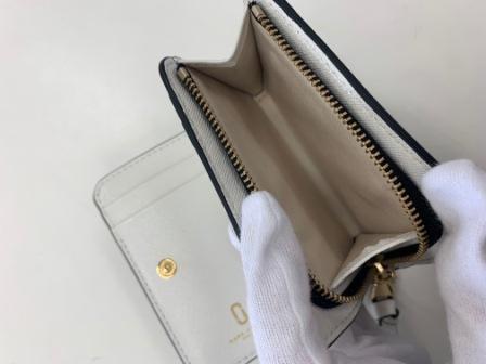 マークジェイコブスの二つ折り財布
