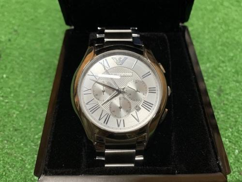 腕時計のアルマーニ